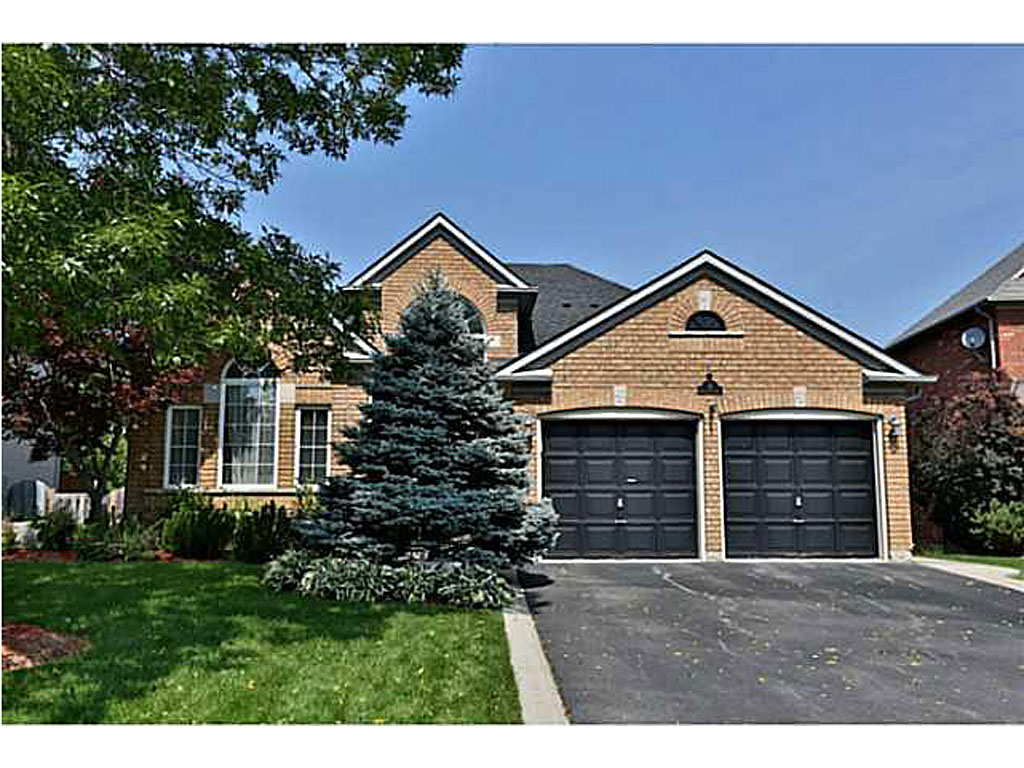 Photo of: MLS# H3140666 12 MACDOUGALL Drive, Dundas |ListingID=3